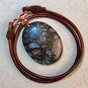 """Jewelry - ❤️Beautiful❤️ 16"""" Agate Leather Choker Necklace"""